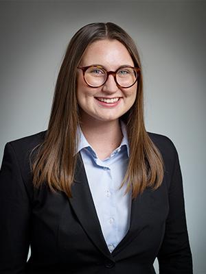 Elvira Ferrarini är sedan 2018 verksam vid Advokatfirman Pedersen